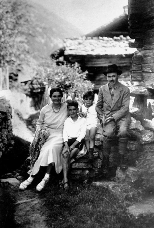 From left to right: Rosa, Lori, Alberto, Oreste