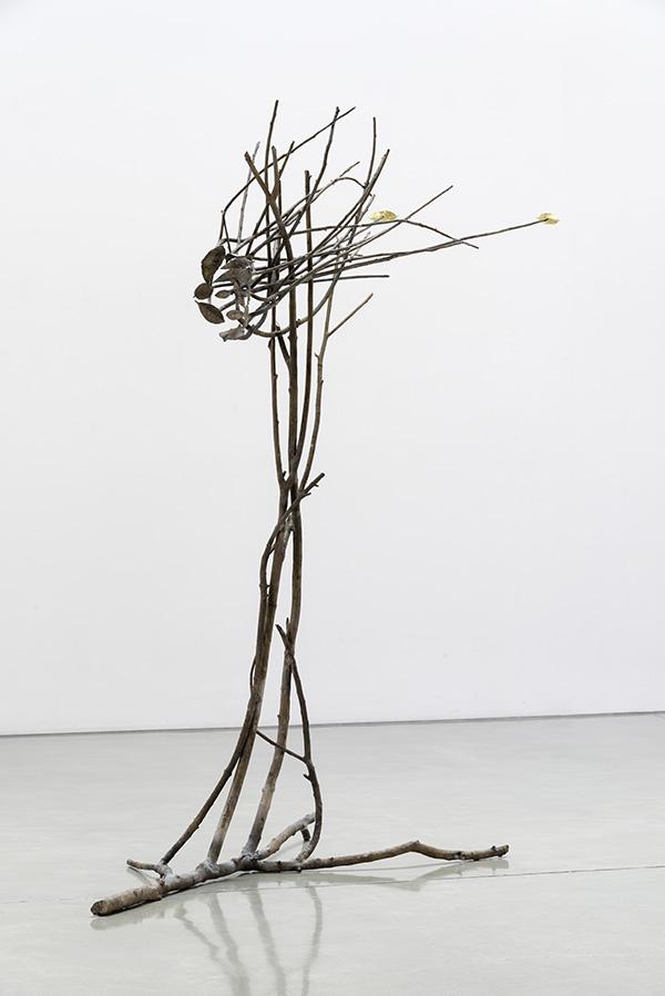 GIUSEPPE PENONE, Pelle di foglie - sguardo, 2013 Bronze, gold, 97 x 87 x 43 inches @ Penone. Courtesy of the artist and Gagosian Gallery. Photo: Josh White