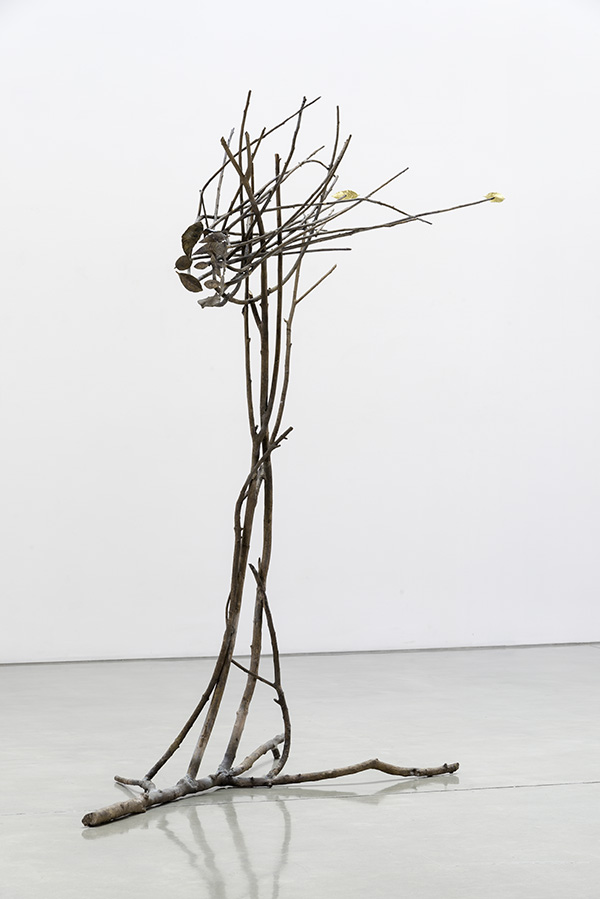 GIUSEPPE PENONE, Pelle di foglie - sguardo, 2013 Bronze, gold, 97 x 87 x 43 inches @ Penone. Courtesy of the artist and Gagosian Gallery. Photo: Josh White