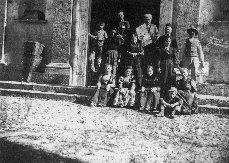 Besano, 1900. Oreste Albertini, (the first on the left) in front of the church with master Cesare Maroni.